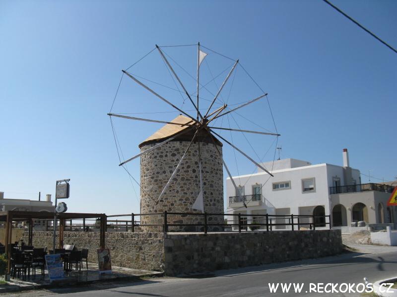 Větrný mlýn ve městě Kefalos na ostrově Kos v Řecku